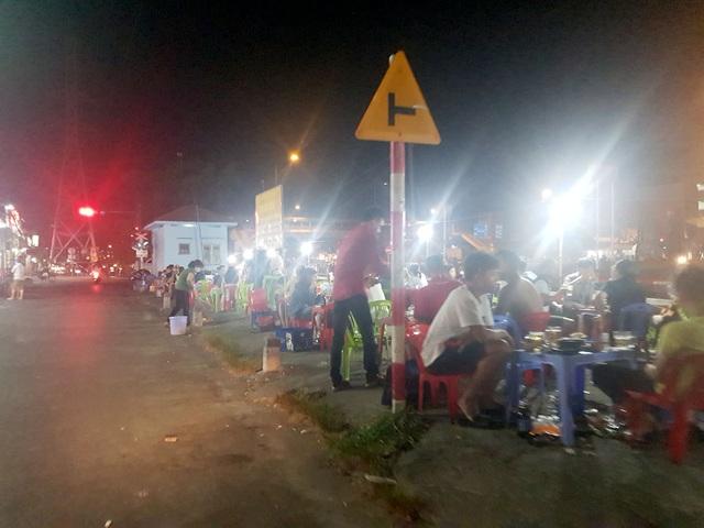 Hàng quán ở TPHCM sau lệnh dừng hoạt động: Nơi đóng cửa, chỗ thờ ơ - 12