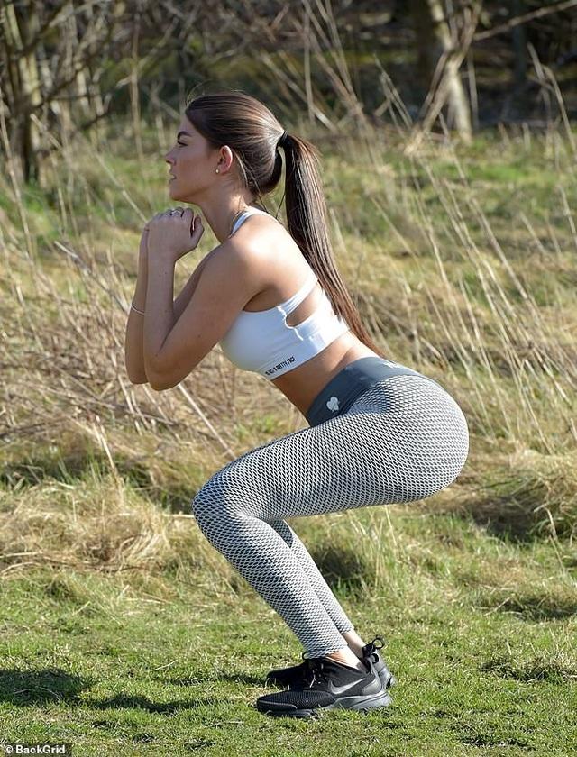 Hoa hậu Newcastle bốc lửa đi tập thể dục - 2