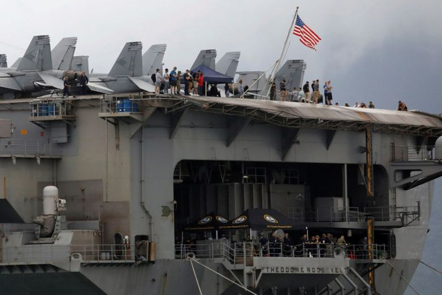 3 thủy thủ tàu sân bay Theodore Roosevelt của Mỹ mắc Covid-19 - 1