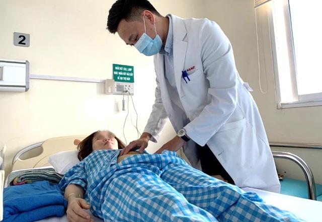 Thai phụ suýt chết vì vỡ song thai dạng hiếm gặp - 2