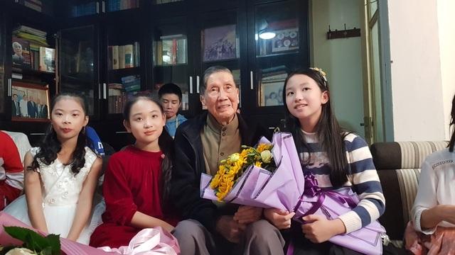 Bất ngờ ca khúc dạy rửa tay của Phạm Tuyên ra mắt sau 16 năm - 2