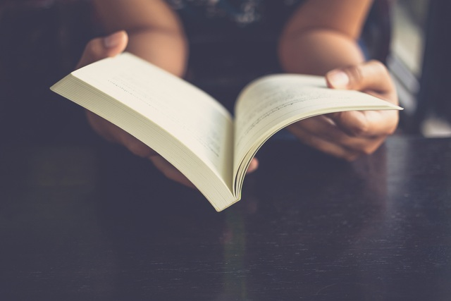 """Sách bất ngờ bán chạy khi mọi người """"ở nhà chẳng biết làm gì""""… - 1"""