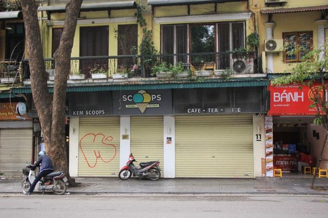 Công an hối hả đi vận động, hàng loạt quán cà phê ở Hà Nội đóng cửa - 11