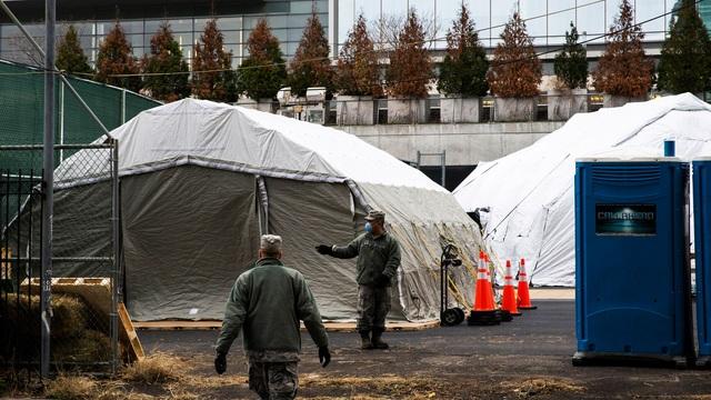 New York chuẩn bị xe tải đông lạnh làm nhà xác tạm cho nạn nhân Covid-19 - 1