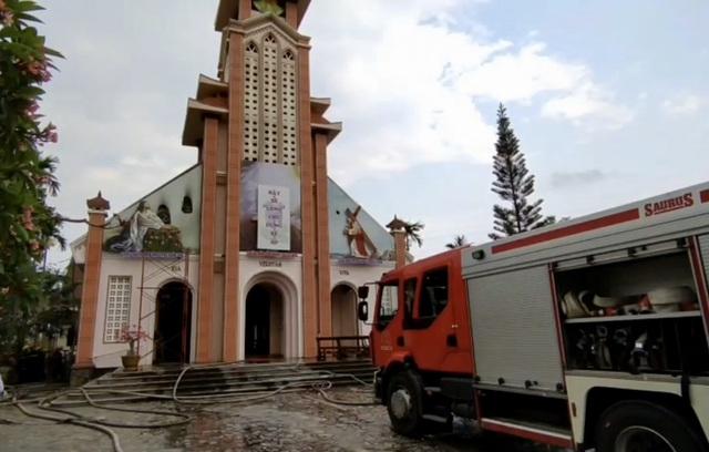 Hoả hoạn viếng nhà thờ đang sửa chữa - 2