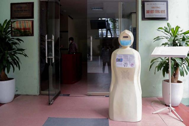 ĐH Công nghệ chế tạo robot nhắc đeo khẩu trang chống dịch Covid-19 - 1
