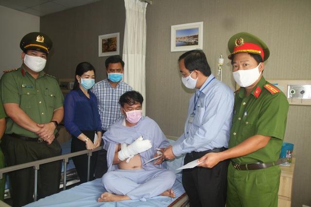 Bảo vệ dân phố bị trọng thương khi vây bắt tội phạm ma túy - 1