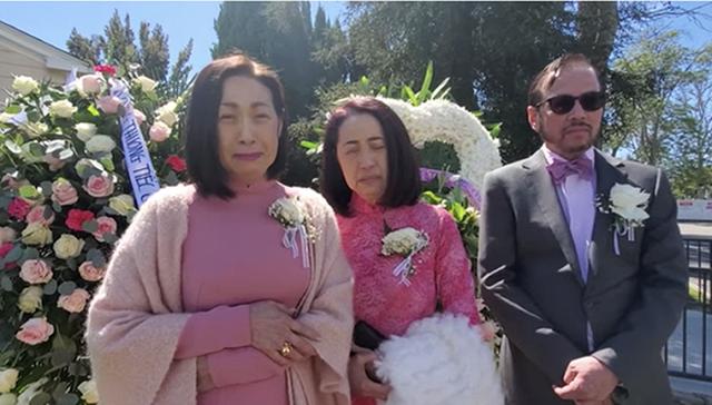 Vì sao danh ca Ý Lan mặc trang phục màu hồng trong đám tang mẹ Thái Thanh? - 2