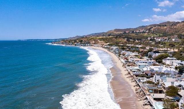 Biệt thự trăm tỷ xa hoa, có hẳn bãi biển riêng của tỷ phú người Mỹ - 2