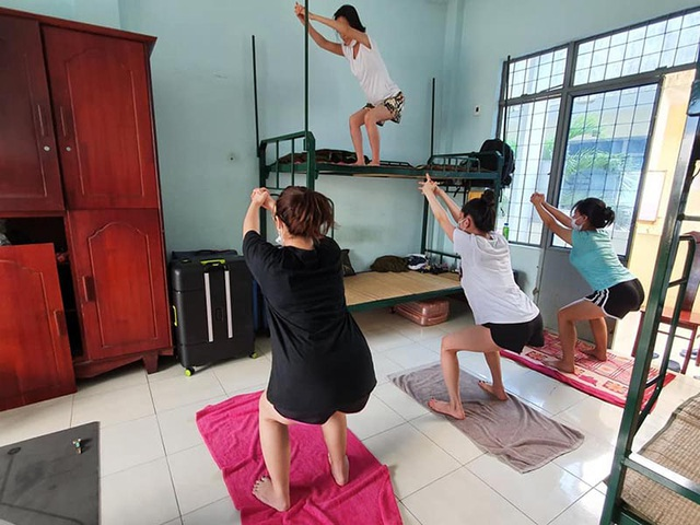 Cô giáo dạy Yoga ngay trong khu cách ly tại Đà Nẵng gây sốt - 3
