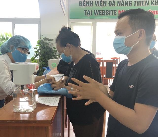Sinh viên ĐH Bách khoa Đà Nẵng thử nghiệm máy rửa tay tự động ở bệnh viện - 3