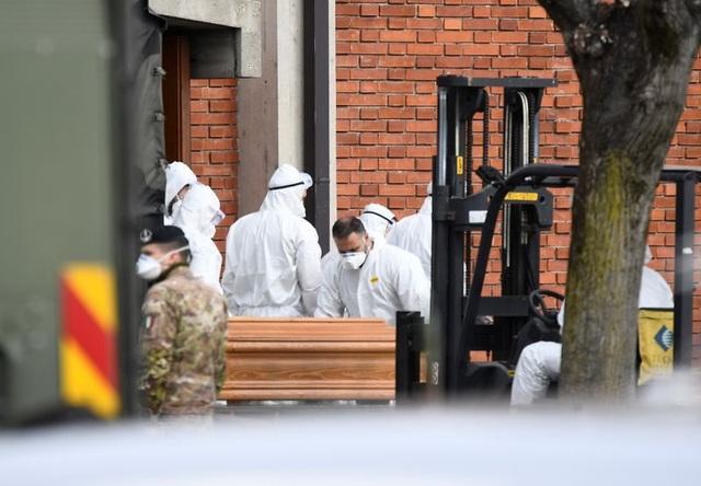 Italia: Gần 700 người chết, hơn 5.000 người mắc Covid-19 trong ngày - 1