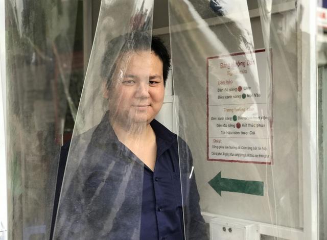Lo sợ dịch Covid-19, tiệm bánh ở Hà Nội trang bị buồng khử khuẩn - 9