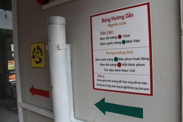 Lo sợ dịch Covid-19, tiệm bánh ở Hà Nội trang bị buồng khử khuẩn - 4