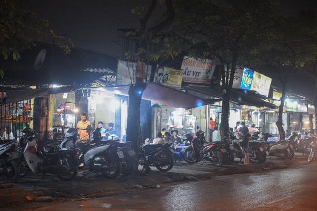Hà Nội: Quán xá vẫn đông đúc đến tối giữa mùa dịch Covid-19 - 3