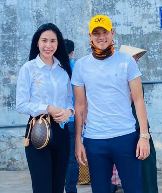 Thủy Tiên trao tặng máy lọc nước ngọt đầu tiên cho bà con miền Tây - 9