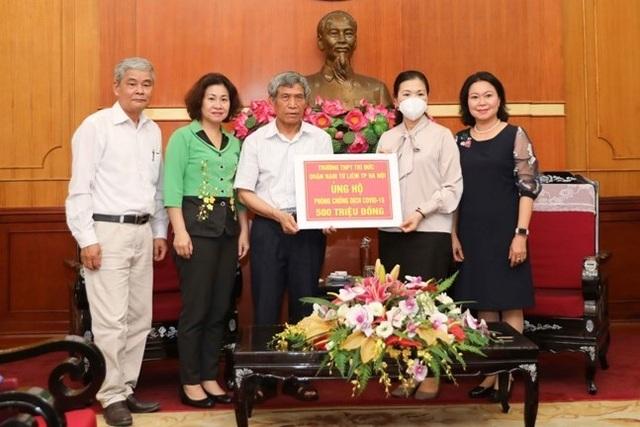Hà Nội: Một trường THPT ủng hộ 500 triệu đồng chống dịch Covid-19 - 1