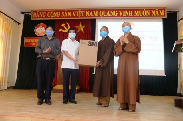 Tăng ni, Phật tử ủng hộ 300 triệu đồng chung tay đẩy lùi dịch Covid-19 - 2