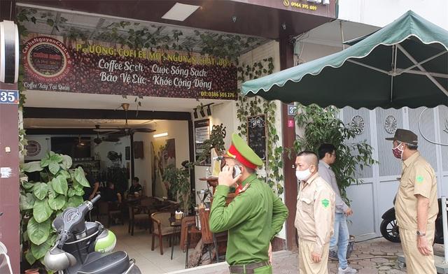 Công an hối hả đi vận động, hàng loạt quán cà phê ở Hà Nội đóng cửa - 4