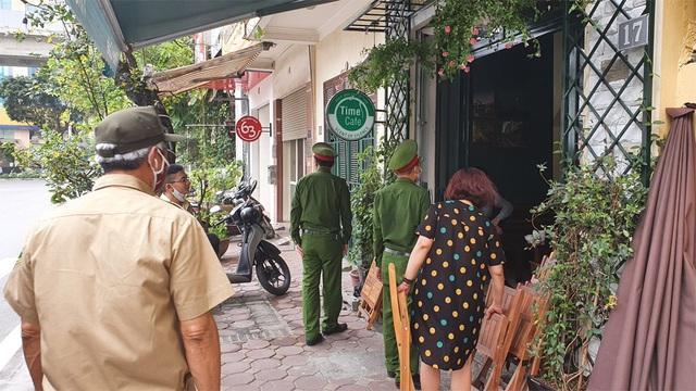 Công an hối hả đi vận động, hàng loạt quán cà phê ở Hà Nội đóng cửa - 1