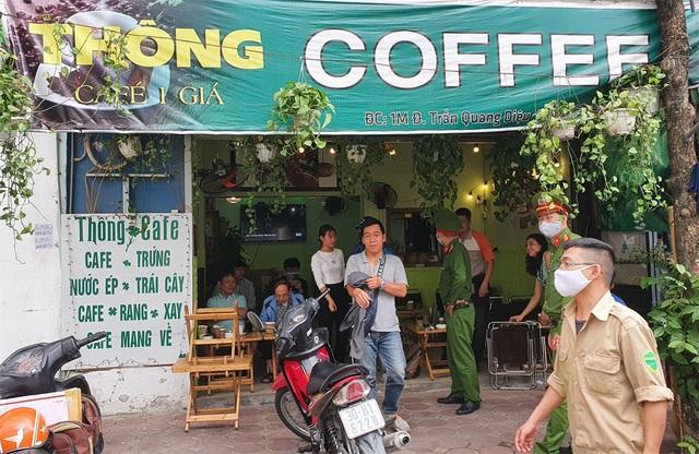 Công an hối hả đi vận động, hàng loạt quán cà phê ở Hà Nội đóng cửa - 2