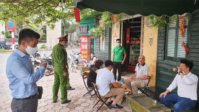 Công an hối hả đi vận động, hàng loạt quán cà phê ở Hà Nội đóng cửa - 6