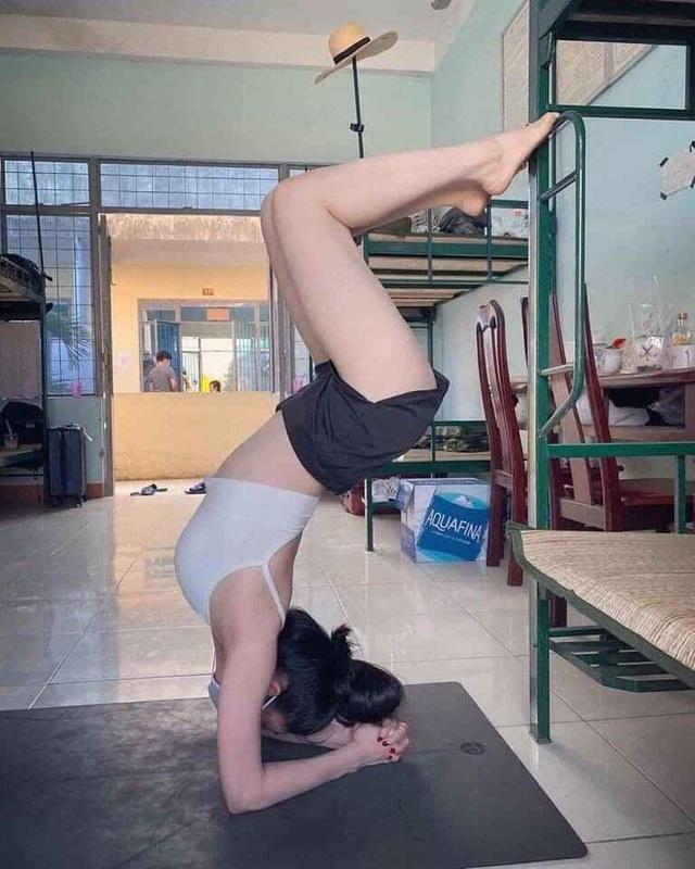 Cô giáo dạy Yoga ngay trong khu cách ly tại Đà Nẵng gây sốt - 5