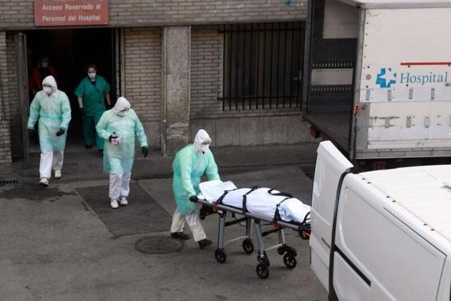 Bệnh viện Tây Ban Nha quá tải, bệnh nhân Covid-19 chết khi chờ nhập viện - 1