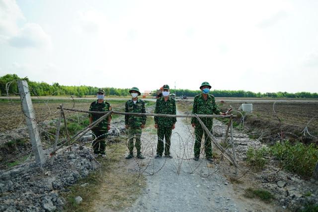 Giám sát chặt biên giới, bắt người vượt biên trái phép trốn cách ly - 1