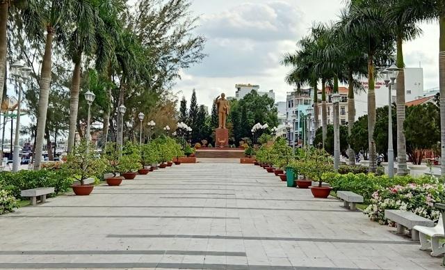 Thủ phủ miền Tây vắng như chùa Bà Đanh - 1