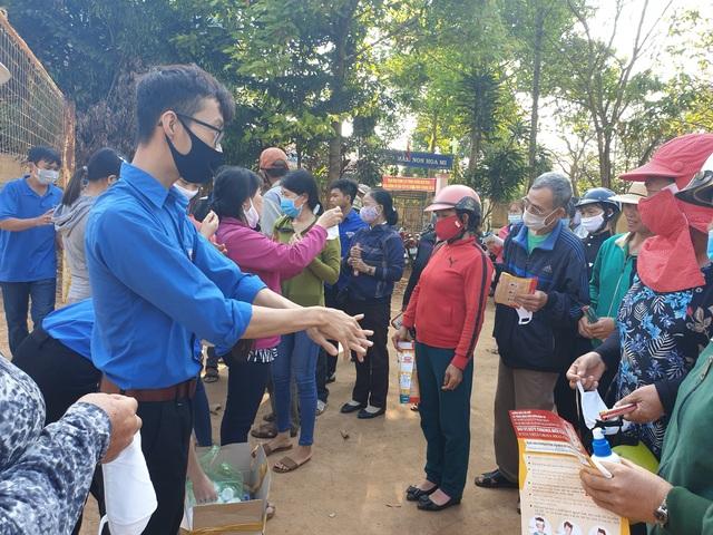 Hơn 3.200 đoàn viên tình nguyện tham gia ứng phó với dịch Covid-19 - 1