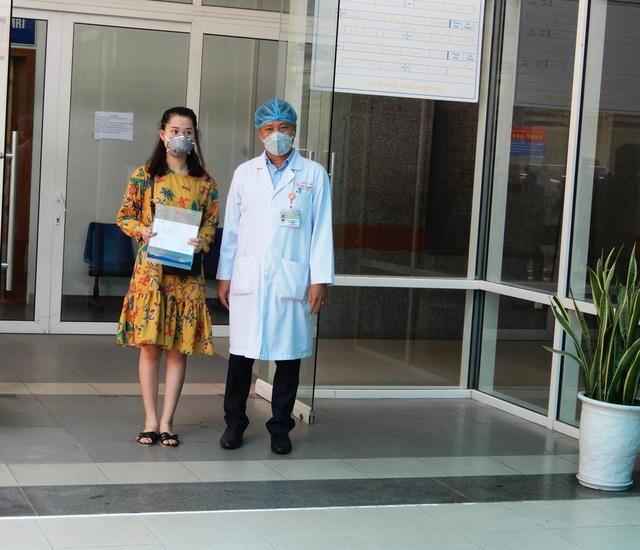 Phần thưởng lớn nhất của bác sĩ là bệnh nhân mắc Covid-19 được xuất viện - 1