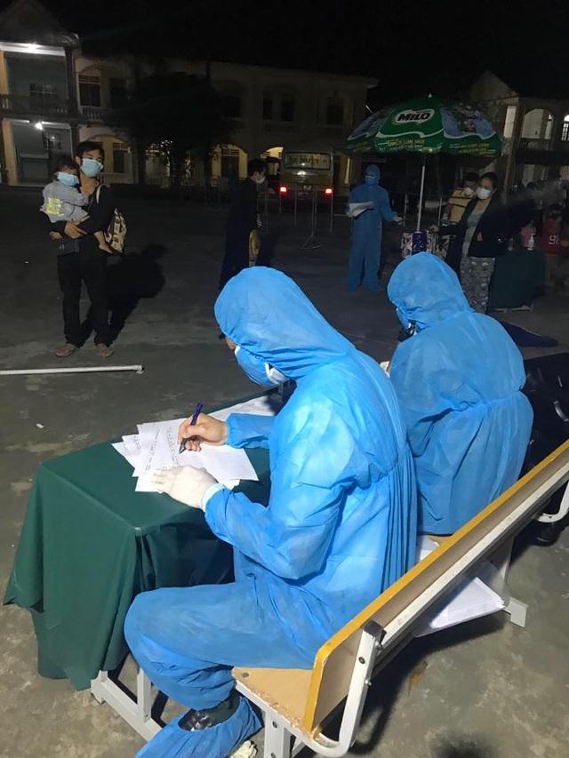 Gần 1.000 người Nghệ An đến Bạch Mai khám chữa bệnh 14 ngày qua - 2