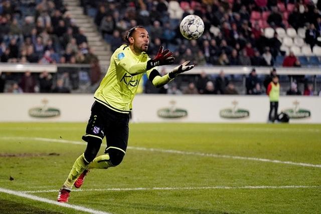 SC Heerenveen chia tay 2 cầu thủ đầu tiên - 1