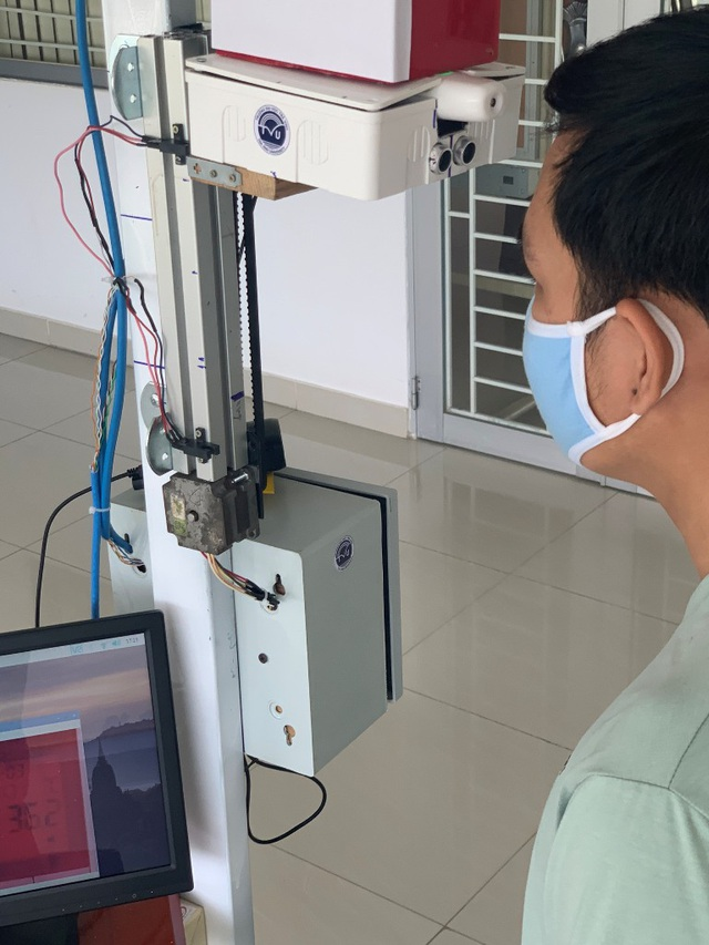 Trường ĐH Trà Vinh chế tạo thiết bị đo thân nhiệt tự động từ xa - 2