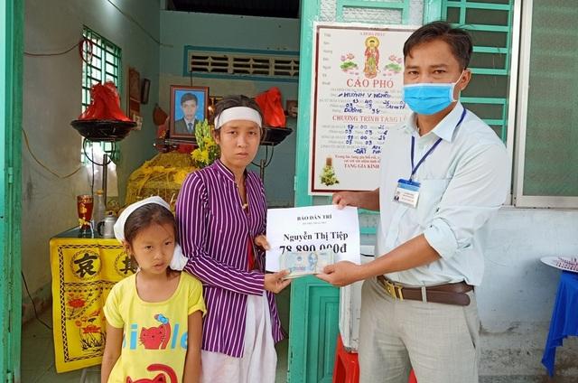 Bạn đọc Dân trí giúp đỡ 2 đứa trẻ vừa mất cha số tiền gần 79 triệu đồng - 2