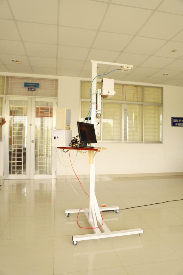 Trường ĐH Trà Vinh chế tạo thiết bị đo thân nhiệt tự động từ xa - 1