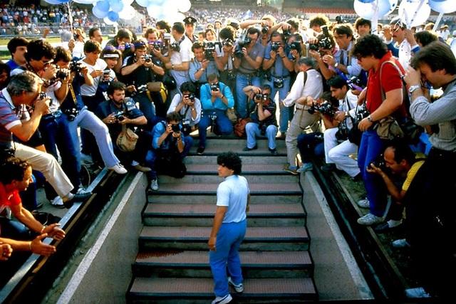 """Maradona: """"Cậu bé vàng"""" và vị """"thánh sống"""" ở vùng đất mafia (Kỳ 2) - 3"""