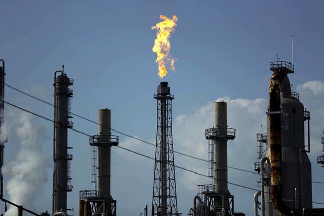 Một triệu lao động trong ngành dịch vụ dầu khí có thể bị mất việc làm - 1