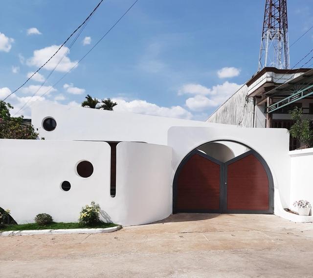 Khó rời mắt với ngôi nhà hình khối độc lạ của cặp vợ chồng ở Đắk Lắk - 10