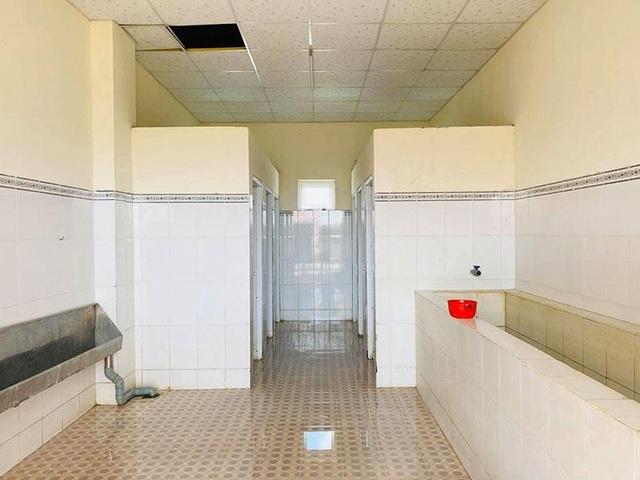 Du học sinh rủ nhau phụ giúp dọn nhà vệ sinh chung của khu cách ly - 8