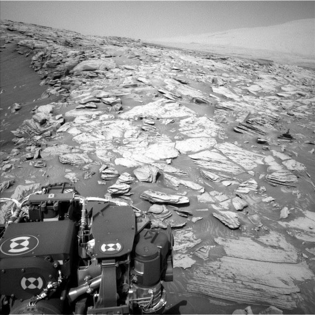 """Những hình ảnh """"tự sướng"""" mới của Rover Curiosity trên sao Hỏa - 2"""