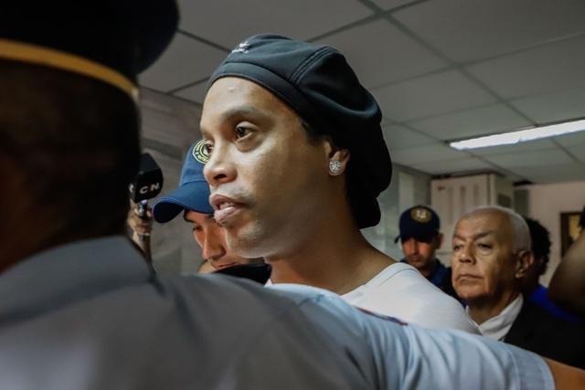 Ronaldinho và cuộc sống buồn tủi trong tù - 2