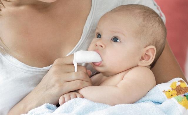"""""""Bật mí"""" bí quyết lựa chọn sản phẩm chăm sóc răng miệng bé từ sơ sinh - 2"""