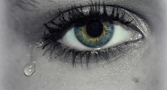 Virus corona có thể bị lây qua nước mắt hay không? - 1