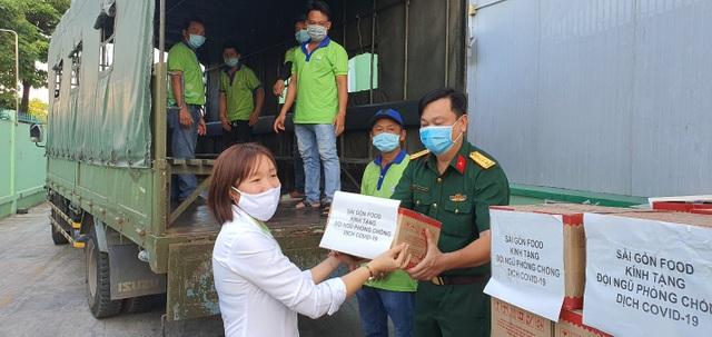Sài Gòn Food tiếp sức 20.000 gói cháo cho cán bộ y tế tuyến đầu chống dịch covid-19 - 1