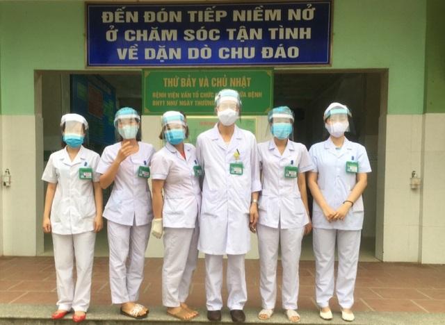 Thanh niên ngành y tế tự chế mặt nạ ngăn giọt bắn phòng, chống Covid-19 - 4
