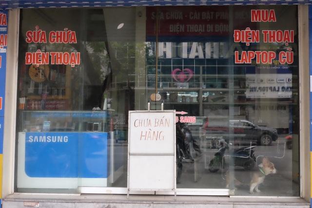 Hà Nội: Cửa hàng điện thoại ngừng kinh doanh, khó khăn nối tiếp khó khăn - 13