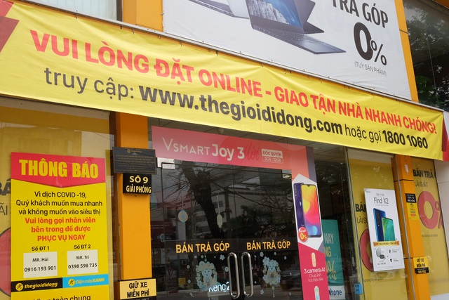 Hà Nội: Cửa hàng điện thoại ngừng kinh doanh, khó khăn nối tiếp khó khăn - 17