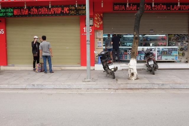 Hà Nội: Cửa hàng điện thoại ngừng kinh doanh, khó khăn nối tiếp khó khăn - 16